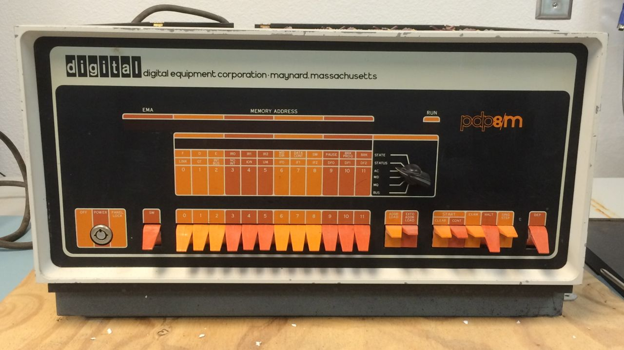 PDP-8/M, Front Panel
